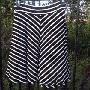🔴 Loft   Black white skirt
